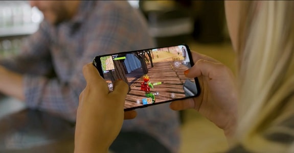 The game Fortnite has expanded support for mobile devices and has become much faster